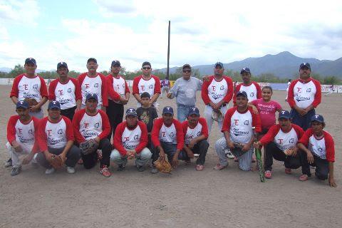 Equipo Tiburones en el softbol del Club Sertoma.