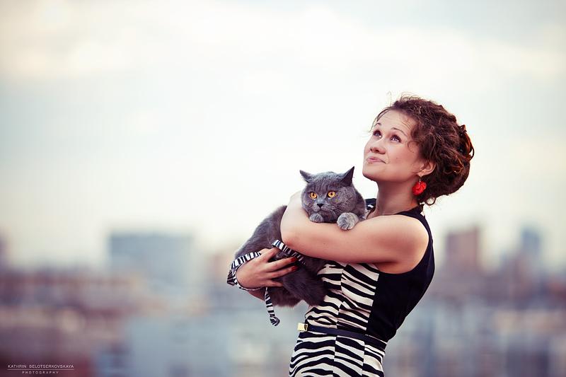 Девушка и кот. Девушка на крыше. Портретная фотосессия. Фотограф Катрин Белоцерковская.
