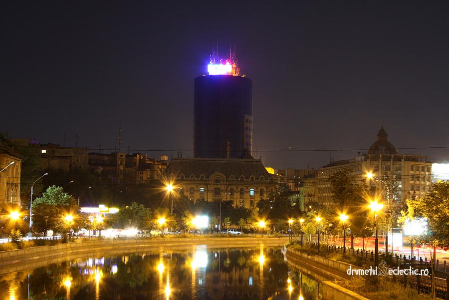 Bucuresti Bucharest noapte arhitectura Dambovita stil modern