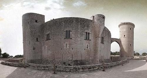 """""""La fachada del castillo de Bellver en Palma"""""""