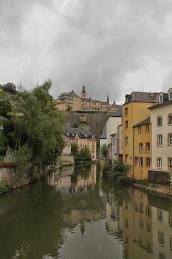 GROUNDの川面に写る建物