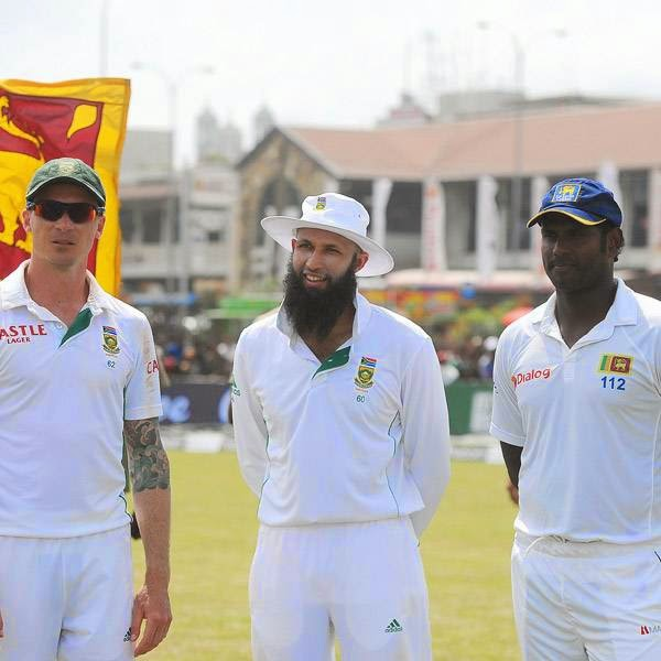 South African cricket captain Hashim Amla (C), teammate Dale Steyn (L) and Sri Lanka cricket captain Angelo Mathews look on during a presentation ceremony after the opening Test match between Sri Lanka and South Africa at the Galle International Cricket Stadium in Galle on July 20, 2014.