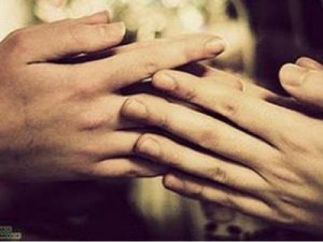 Το άγγιγμα, της Μαίρης Λακουμέντας