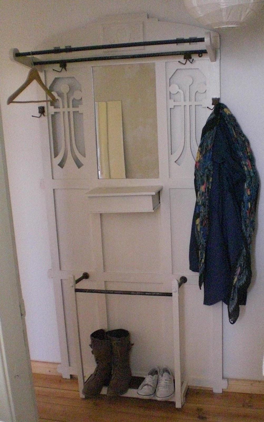 lieber gut geschminkt als vom leben gezeichnet m rz 2011. Black Bedroom Furniture Sets. Home Design Ideas