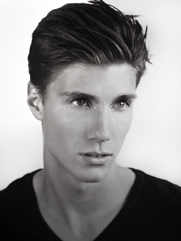 Dorian Reeves @ Nous by Scott Hoover, October 2011