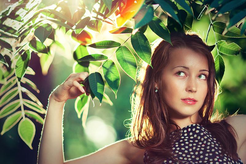 Портреная фотосессия. Выездная фотосессия. Девушка в саду. Портфолио. Фотограф Катрин Белоцерковская