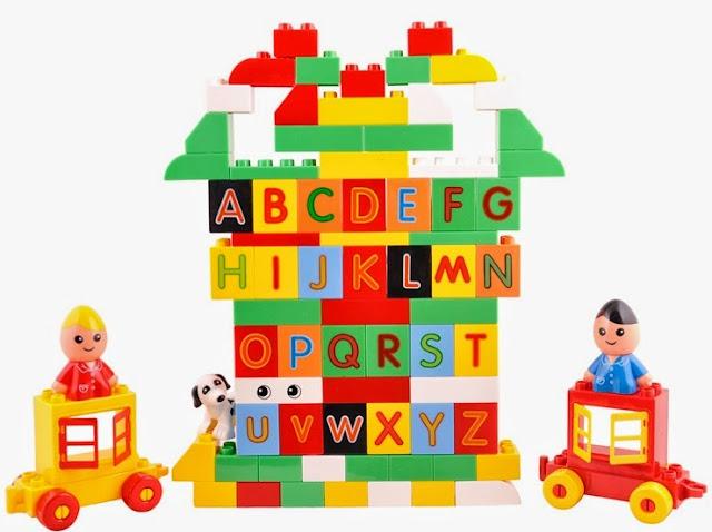 Bộ xếp hình chữ cái Regis 6817 mang tới khả năng sáng tạo từ 3 tuổi trở lên