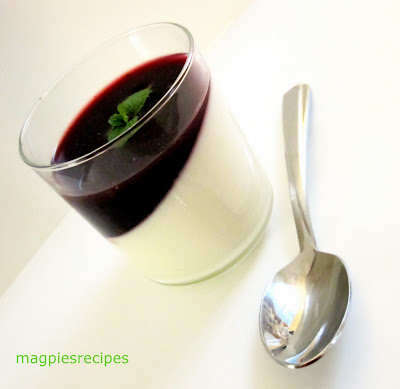 ... challenge: Vanilla bean Yogurt Panna cotta with Blackberry coulis