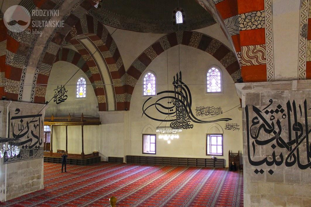 Edirne. Stary Meczet z imponującymi kaligrafiami na ścianach.
