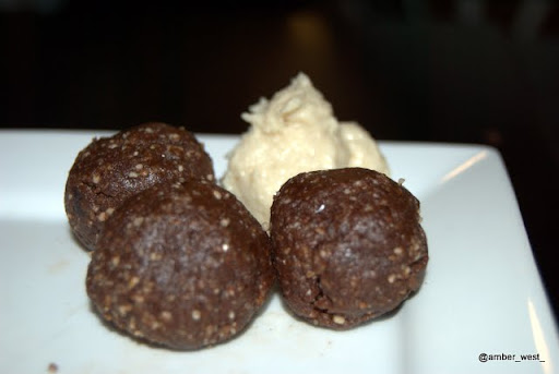 Chocolate truffles with cashew kream