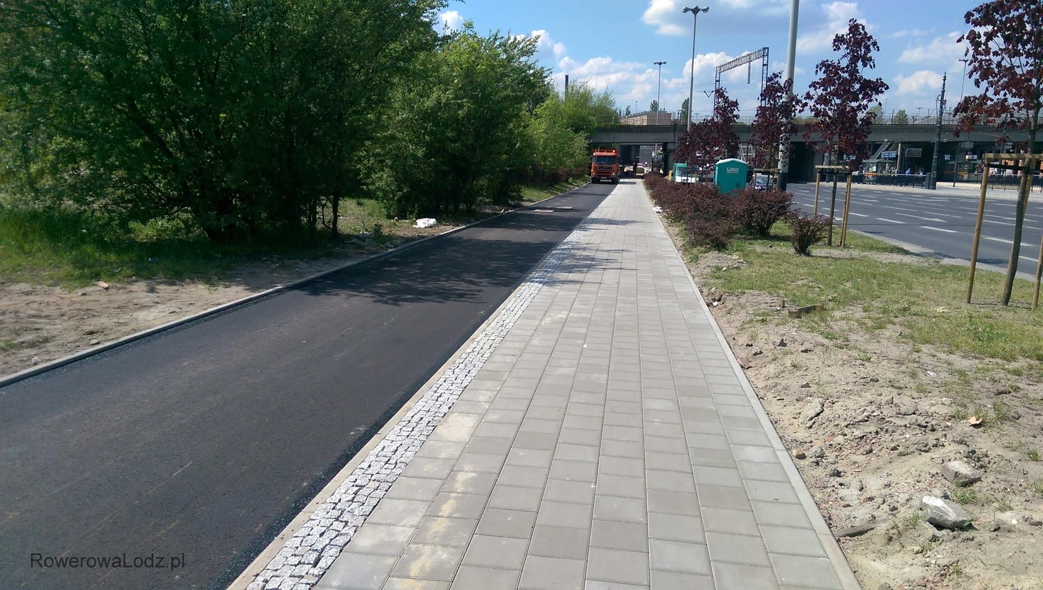 Tutaj na chwilę wykonywania fotografii nie dotarła jeszcze druga warstwa asfaltu