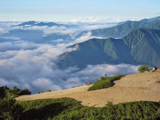 薬師岳から雲海を眺める