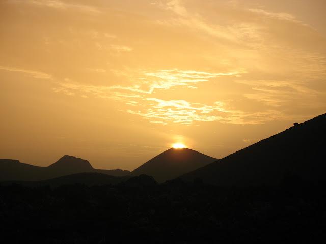 Volcán con sol en Lanzarote