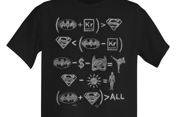 3 - Matematico e amante dei comics: maglietta con le formule del perfetto supereroe.