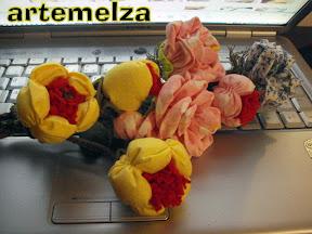 artemelza - flor de tecido e feltro almofadada