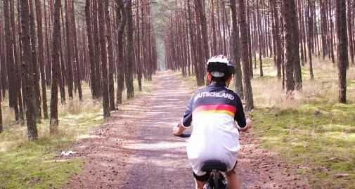 Martin Bullinger auf dem 50 km langen Radweg der Kurischen Nehrung in Litauen