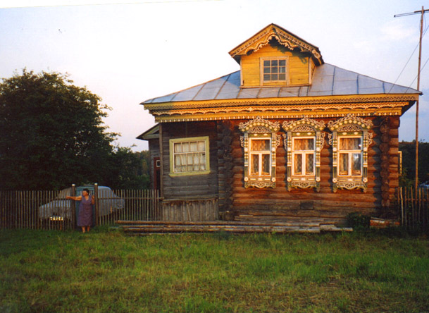 Дом в деревне на закате