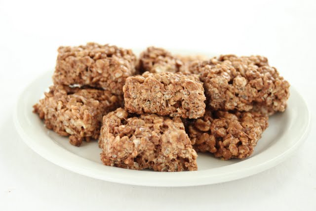 photo of a plate of Nutella Rice Krispies Treats