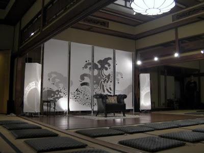 料亭「相生楼」の空間に大判和紙の坤柄紙(こんがらし)で演出