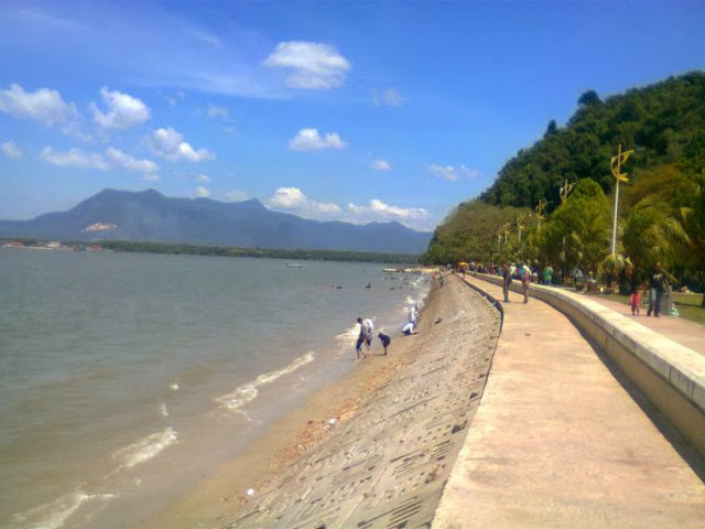 Pantai-Merdeka-Beach