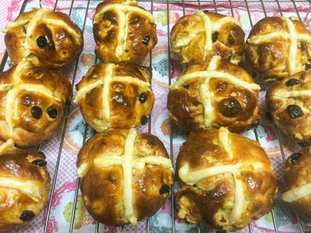 easter-baking-hot-cross-buns