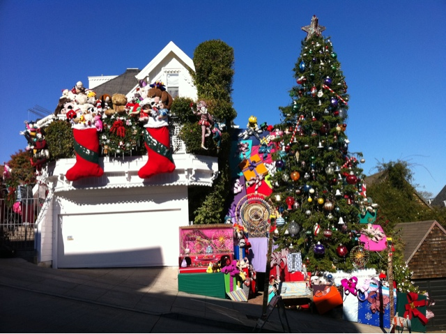 Around San Francisco: Tom And Jerry House, Christmas 2011