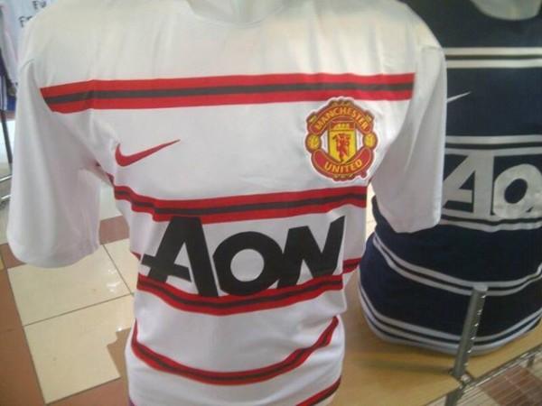 Jual Jersey Training Manchester United Warna Putih Garis Merah