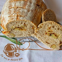 chleb z pieczonymi ziemniakami i rozmarynem