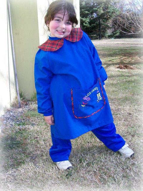 El blog de andrea reciclado del delantal de jard n de for Azul naranja jardin de infantes