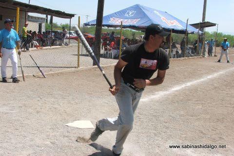 David García de Cerveceros en el softbol del Club Sertoma