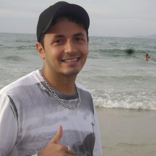 Gabriel Andrade Photo 24