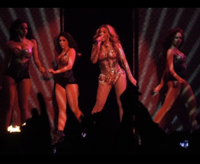Boobylicious beyonce kicks off her world tour in eye popping costume