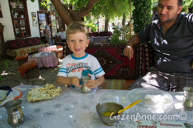 Yörük Köyü'nde yemek yerken