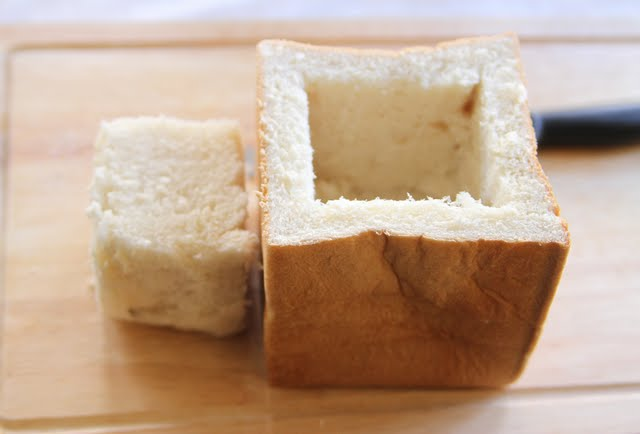 photo showing how to remeve the inner block of bread