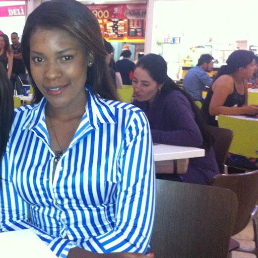 Carmen Mena Photo 24