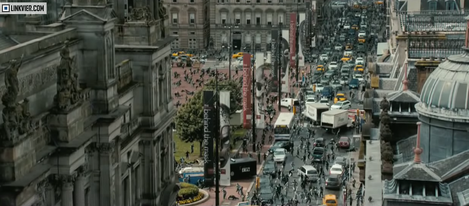 Image of a lot of zombies running in the movie World War z