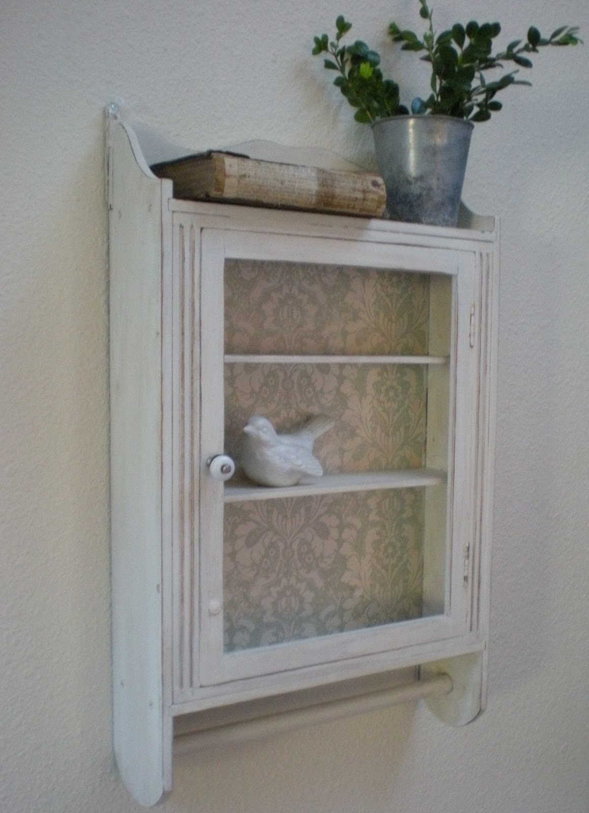 Reloved Rubbish: Tutorial Tuesday: Wall Cabinet From Drab to Fab
