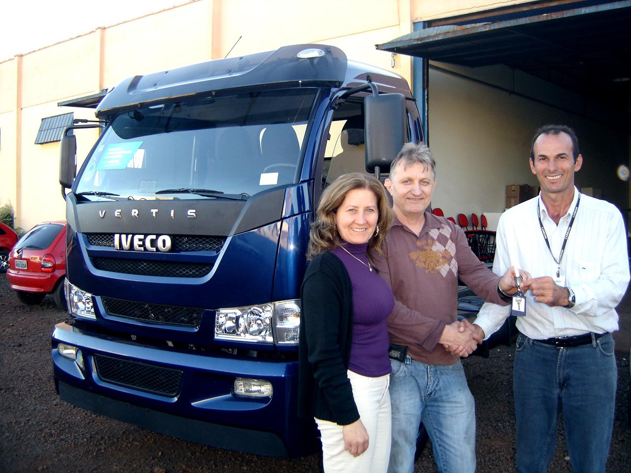 Delus aumenta a capacidade de distribuição dos seus produtos com o Iveco Vertis Fotos%2520entrega%2520vertis%2520DELUS%252003 05 2012%2520002