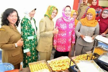 Bimbingan manajemen usaha bagi perempuan di jawa timur