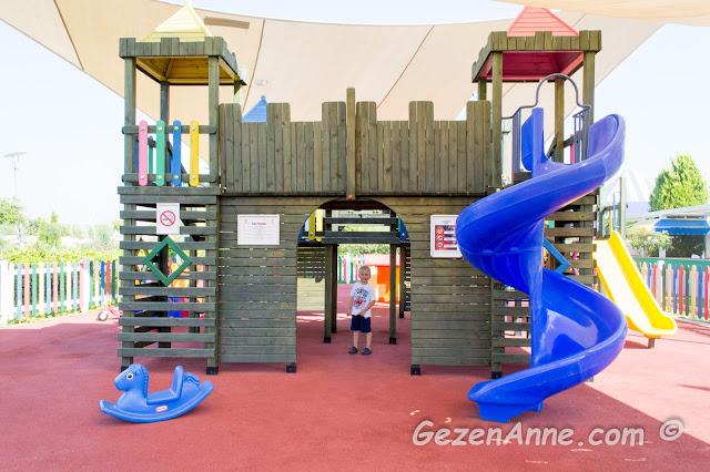 mini kulüpteki ebeveyn kontrolünde girilen çocuk parkı, Hilton Dalaman