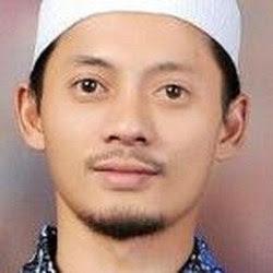 Acep Darmawan Penulis Buku Arti dan Makna Bacaan Sholat Terbitan Media Perubahan Publishing House Office