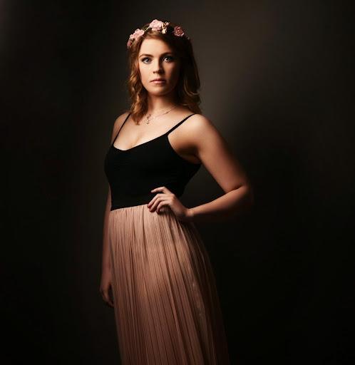 Claire Haynes Photo 20