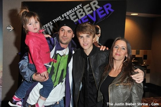 Justinbieber mom dad sister parents 2011