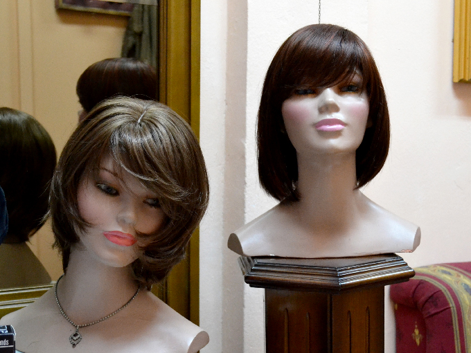 Foto con pelucas de la tienda Peluk-T