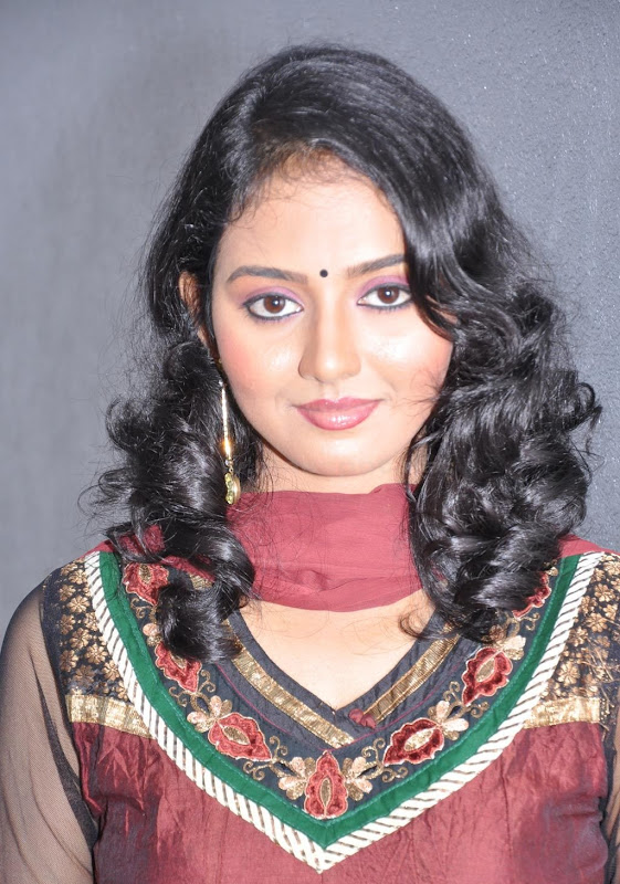 Actress Virundali Dhyana biography and Photos glamour images