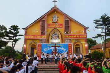Giáo xứ Phúc Hải hân hoan cung nghinh Thánh Giá ĐHGT