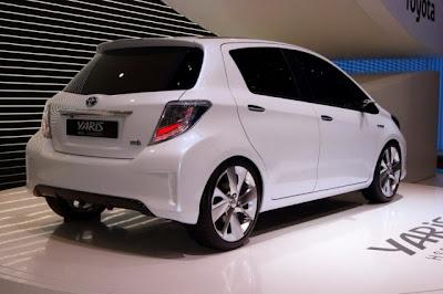 Новый гибридный автомобиль Toyota Yaris Hybrid HSD