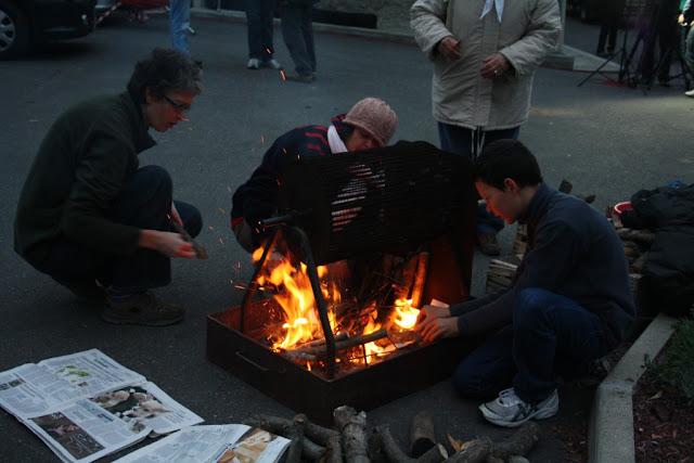 Preparazione del fuoco per le caldarroste
