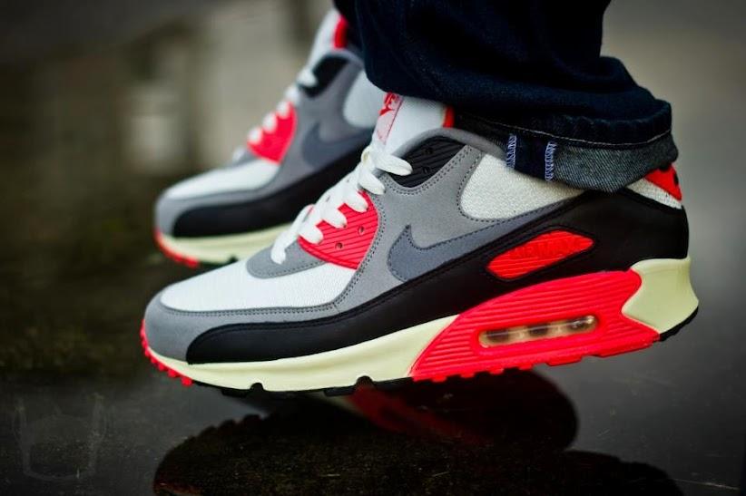 Nike Air Essential Sister Training Shoe   White Deep Red Black Euc