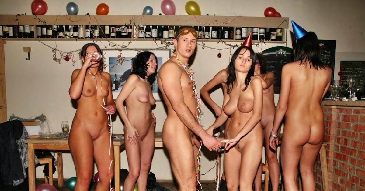 nudists-college-party-girls